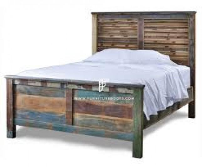 FR Beds Series Barnyard-Style Reclaimed Wood Bed Frame in Distress Finish