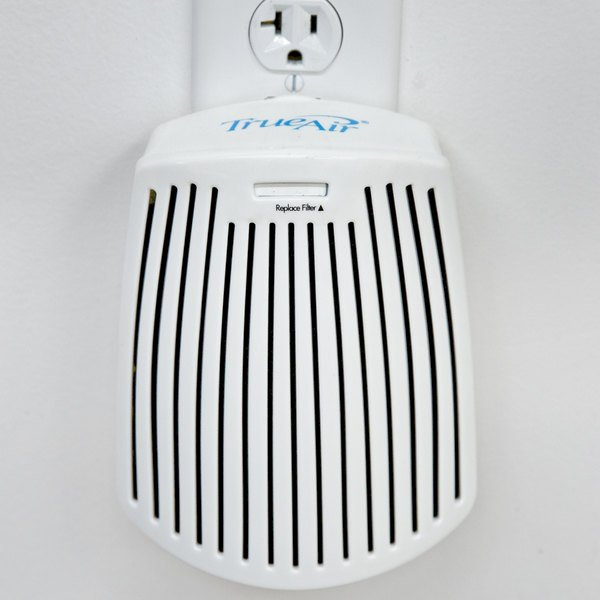 Hamilton Beach 04530G TrueAir Plug In Odor Eliminator