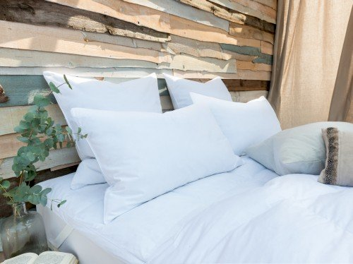 Luxury Natural: 85% Goose Feather & Down Pillow